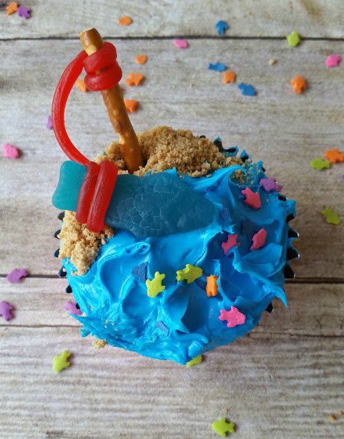 gone fishing cupcake