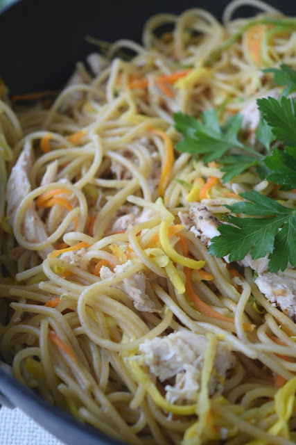 Grilled chicken and summer vegetables pasta