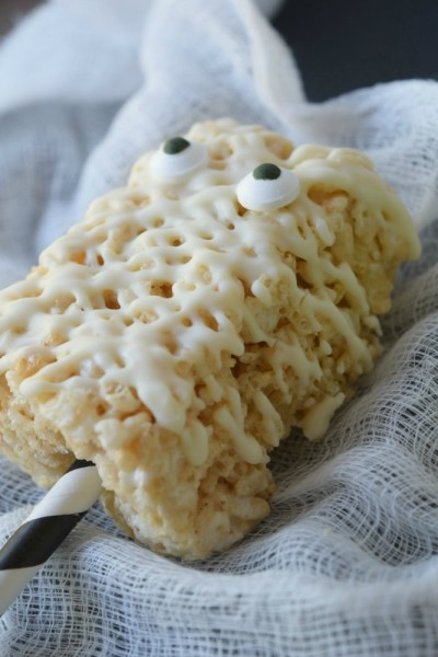 Halloween Crisp Rice Cereal Treat Pops