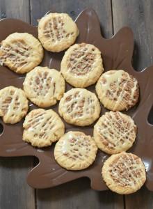 cookiesonaleafplate