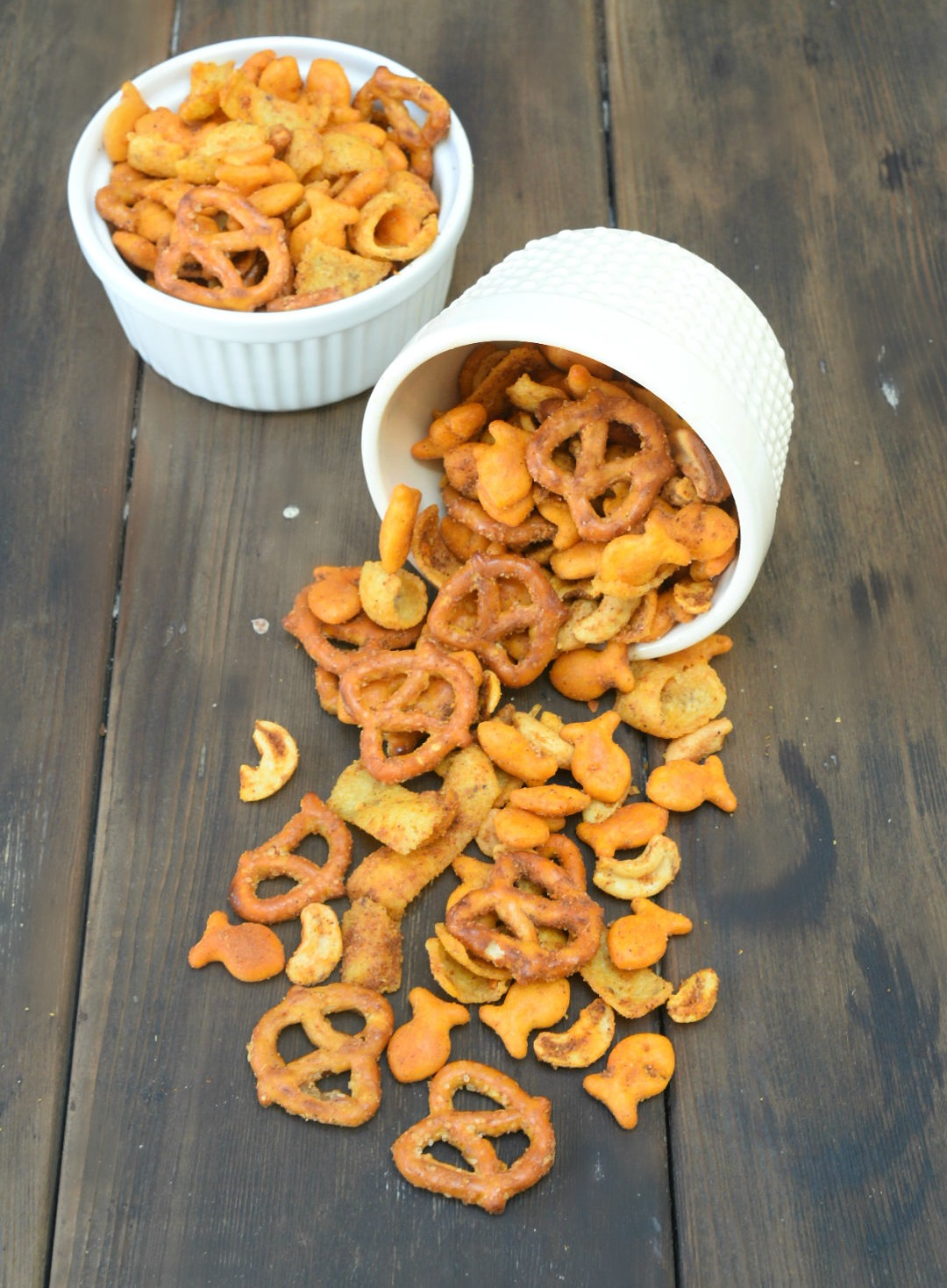 Come on over for a handful of this great goldfish snack mix