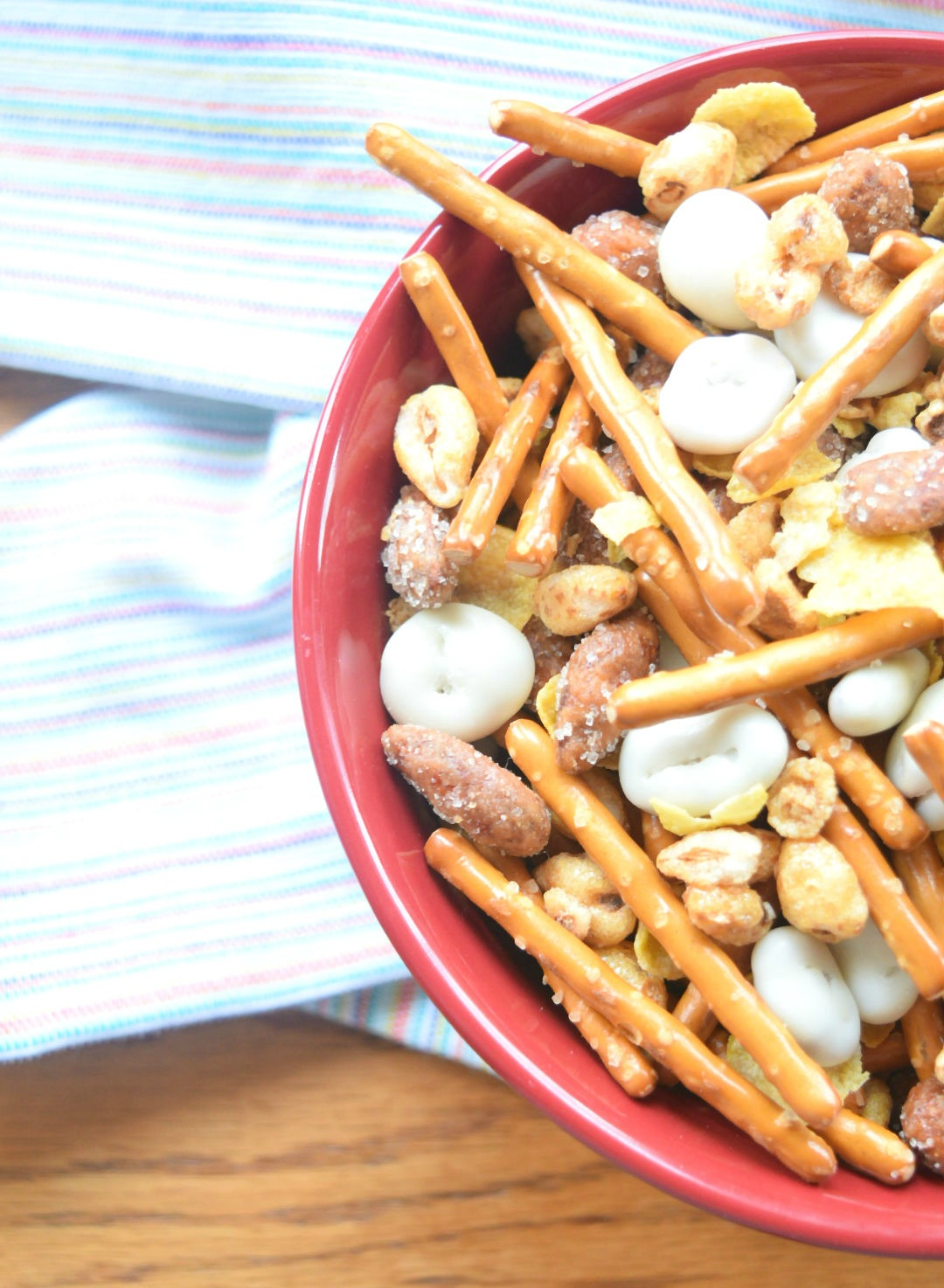 close up crunchy cereal snack mix-want some
